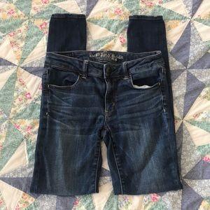 American Eagle dark wash skinny jeans!!